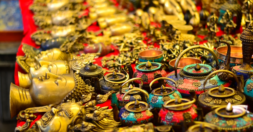 Curios in the Tibetan market